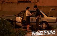 신형사의 차량에서 발견된 녹취테이프!